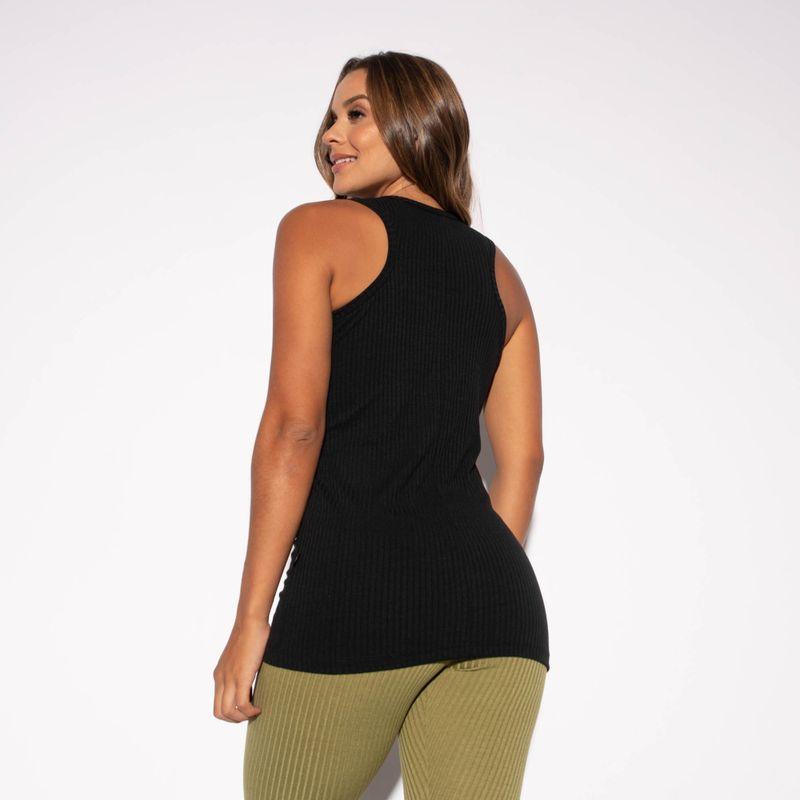 Camiseta-Fitness-Canelada-Preta-Alongada-CT432