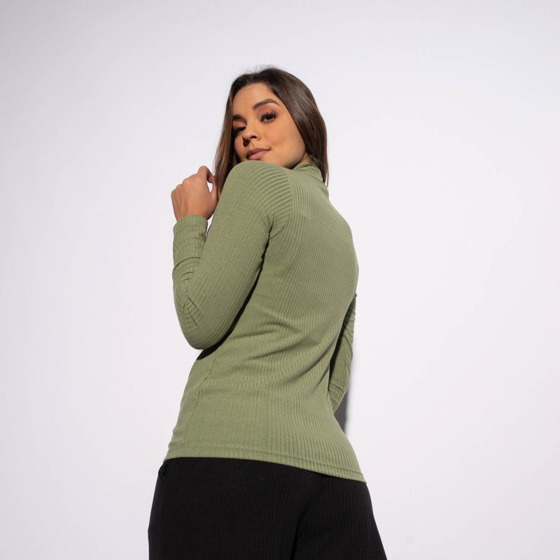 Blusa-Verde-Militar-Canelada-Gola-Alta-Lisa-BL343